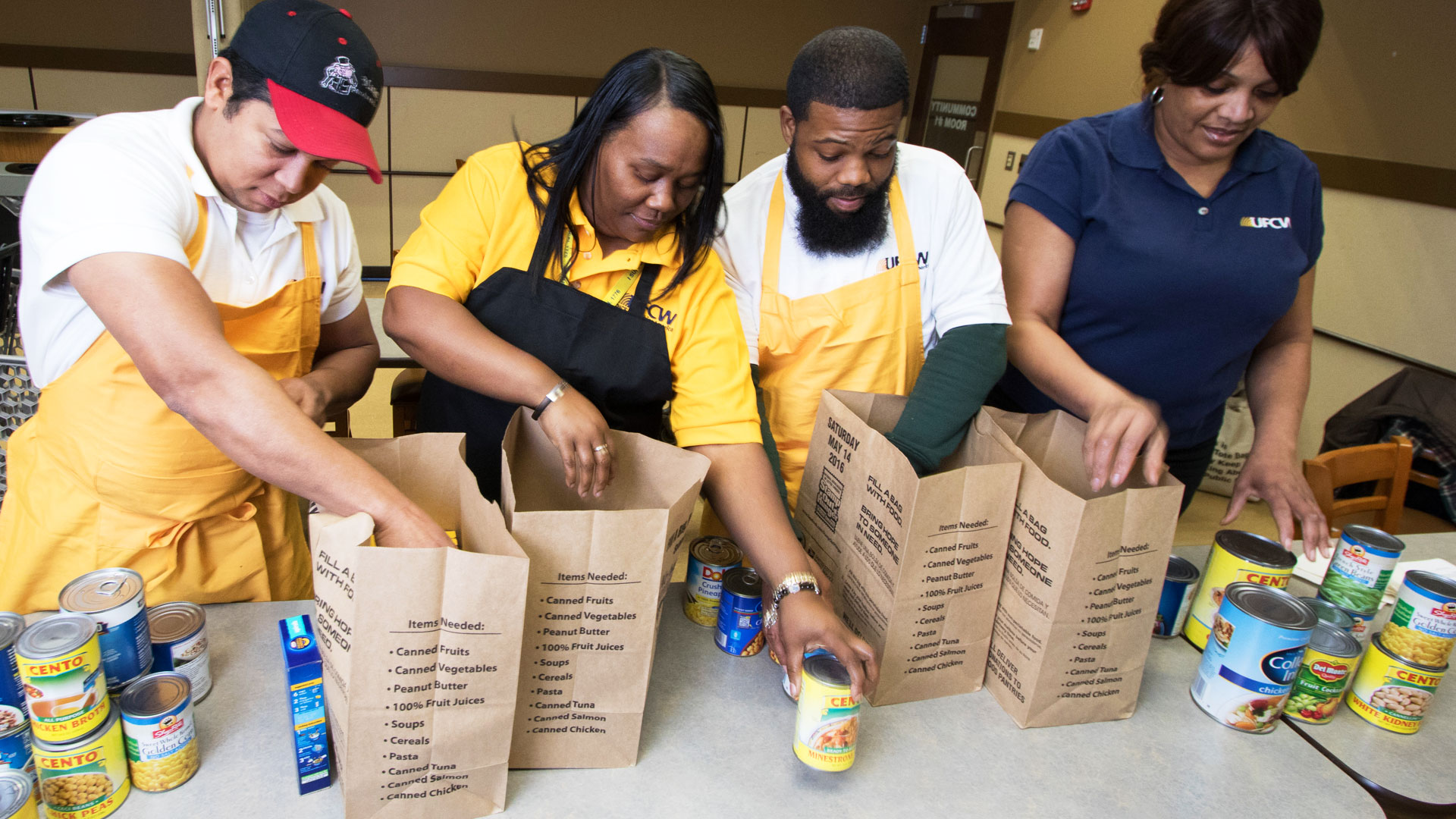 UFCW Members Fill Stamp Out Hunger Bags