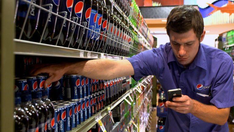 Pepsi vendor stocks shelves